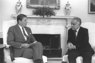 https://i2.wp.com/www.jewishvirtuallibrary.org/jsource/images/presidents/shamirreag.jpg