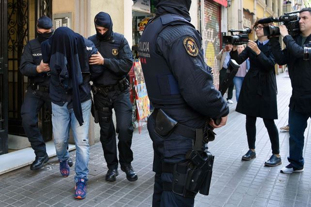 https://i2.wp.com/www.jforum.fr/wp-content/uploads/2017/08/des-policiers-catalans-interpellent-a-barcelone-le-25-avril-2017-un-homme-suspecte-d-avoir-collabore-avec-des-suspects-dans-l-enquete-sur-les-attentats-de-bruxelles_5868415.jpg