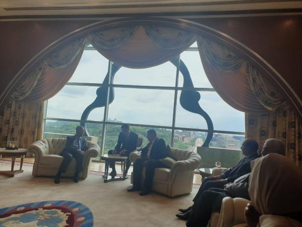 , السعود يلتقي رئيس الوزراء الماليزي مهاتير محمد