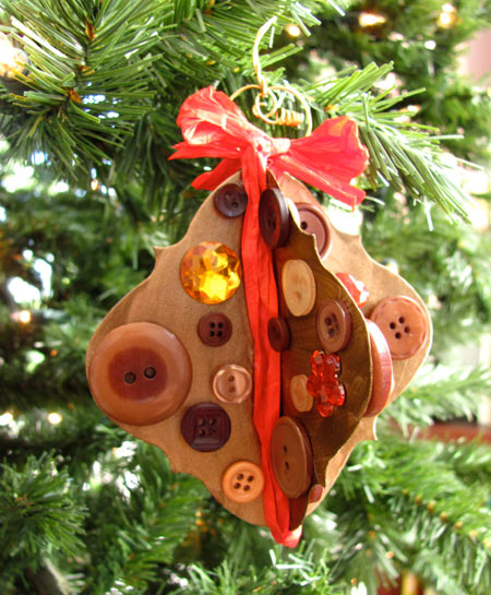 Christmas ornament with buttons