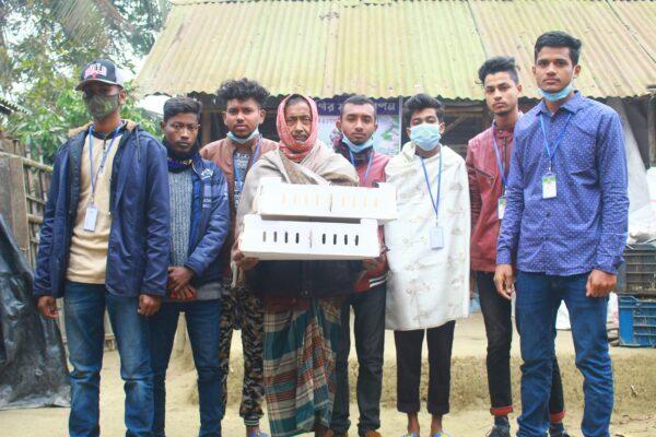 """ঝিনাইদহে অসহায় পরিবারের পাশে ব্যতিক্রমী সংগঠন """"হেল্পিং সেন্টার"""""""