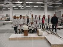 開梱後の木製品ラボのメンバーと大山専門家