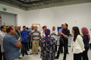 フセイン博士と西坂副総括によるGEM-CCラボツアー