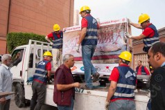 loading the mural paintings on trucks