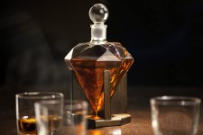Hand blown diamond whiskey decanter with airtight stopper