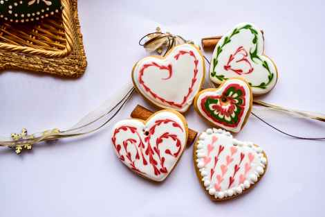 how to make chocolate hearts for decorating - baked cookies