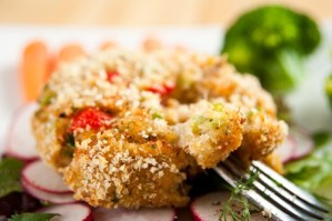 Crab-shrimp-salmon cakes with dipping sauce