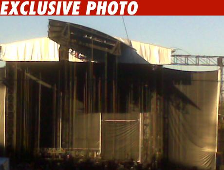 1105_madonna_stage