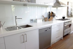 10-300x200 How Does a Glass Splash Back Complete Your Kitchen