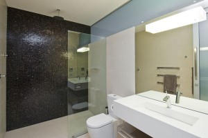 22-300x200 How to Make The Most of Decorative Mirrors