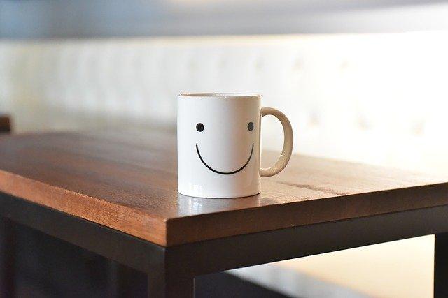 笑顔が書いてあるコップ