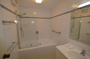 Banksia 1 Bathroom