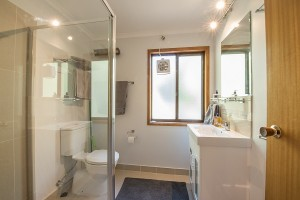 Whispering Pines 3 Bathroom2 (002)