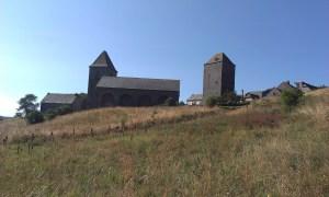 Klášter Aubrac ve Francii při Svatojakubské cestě