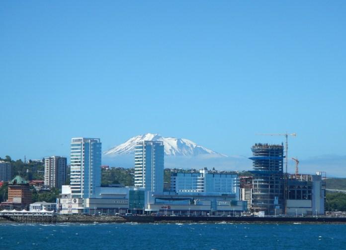 Sopka za centrem města Puerto Montt v Chile