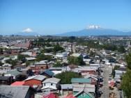 Vulkány za městem Puerto Montt v Chile