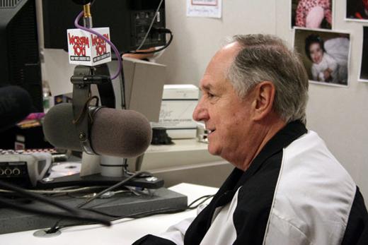 Neil Sedaka bij WCBS-FM. Foto Joe Cingrana, CBS Radio WCBS-FM