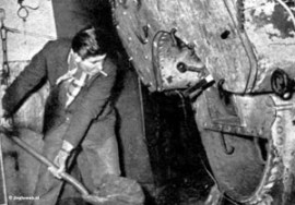Veronica-1960-Borkum-riff-ketel-wordt-opgestookt