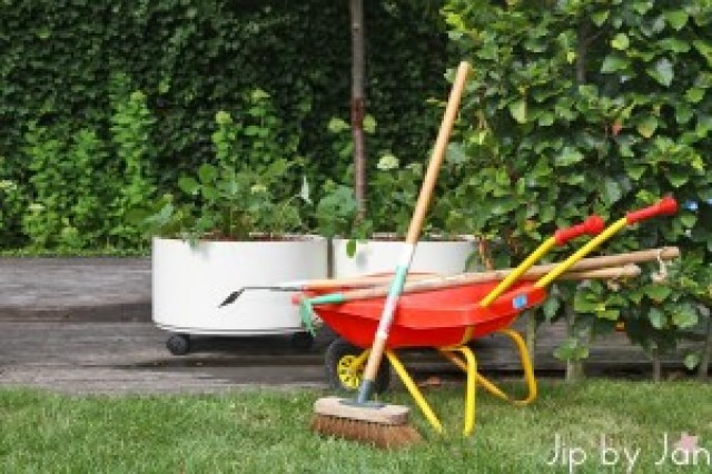 Kringloopvondst Thriftstorefind Mobile Vegetable Gardens Jip by Jan