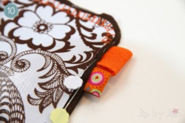 Tutorial iPhone sleeve DIY Oilcloth Felt - Maak je eigen iPhone sleeve van zeil en vilt Jip by Jan