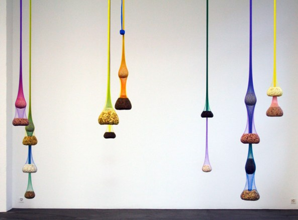 Ernesto Neto Variation on Color Seed Space Time Love, 2009 © Ernesto Neto, 2015 Courtesy Galerie Bob van Orsouw, Zürich, Foto: Jogrim Erland