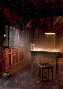 Stéphane Thidet, Sans titre (Le Refuge), 2007, Holz, Möbel, Pumpen, Wasser, 550 x 350 x 480 cm, Collection Vranken-Pommery, Reims © Cecil Mathieu