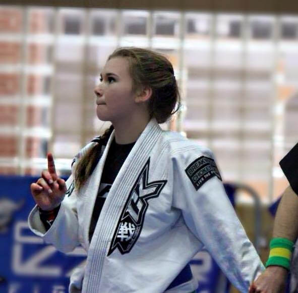 image Jiu jitsu girl vs kung fu guy