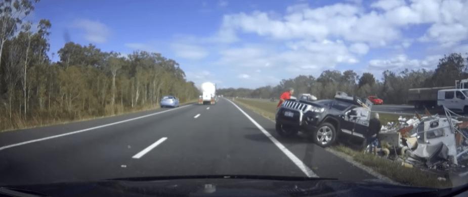 Caravan crash Jeep tow