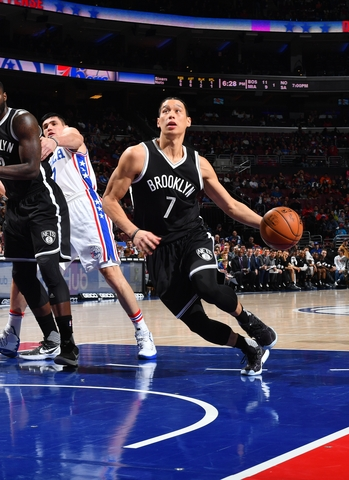 PHILADELPHIA,PA - DECEMBER 18: Jeremy Lin #7 of the Philadelphia 76ers drives to the basket against the Brooklyn Nets at Wells Fargo Center on December 18, 2016 in Philadelphia, Pennsylvania NOTE TO USER: User expressly acknowledges and agrees that, by downloading and/or using this Photograph, user is consenting to the terms and conditions of the Getty Images License Agreement. Mandatory Copyright Notice: Copyright 2016 NBAE (Photo by Jesse D. Garrabrant/NBAE via Getty Images)