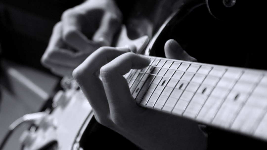 Connaître le manche de la guitare – La gamme chromatique