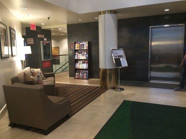 Holiday Inn Manhattan View Lobby