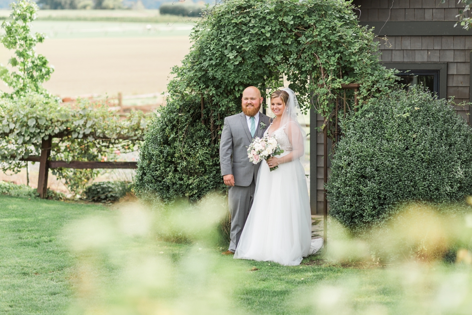 Photo of bride and groom at a Hidden Meadows Farms wedding in Snohomish, a rustic yet elegant wedding venue near Seattle. | Joanna Monger Photography