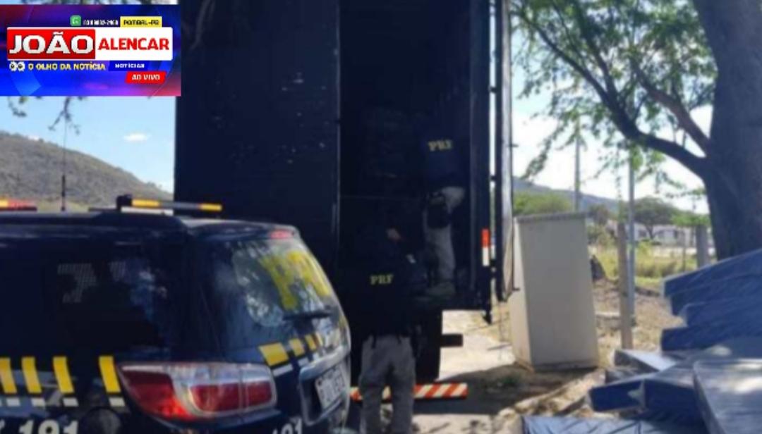 Caminhão baú com mais de uma tonelada de maconha que ia à Sousa é apreendido pela PRF na Bahia