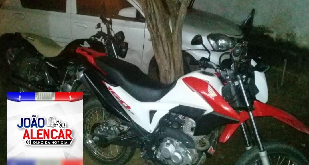 Noite de sábado em Pombal: Polícia Militar recupera moto roubada e prende dupla acusada de cometer um roubo. Um dos assaltantes é foragido da cidade de Natal.