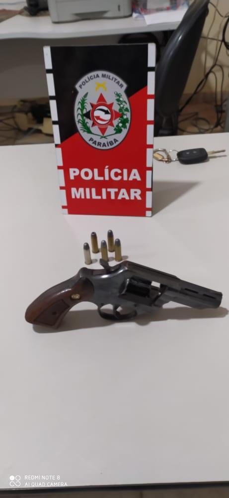 POLÍCIA MILITAR PRENDE HOMEM ARMADO NO CENTRO DA CIDADE DE MATO GROSSO