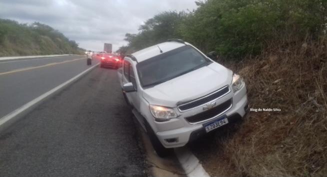 Ultrapassagem irregular termina com acidente entre 2 carros, na BR 230, próximo a Pombal; FOTOS