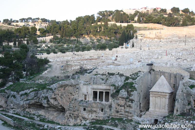 Túmulo de Absalão, filho do rei Davi de Israel no antigo Cemitério Judaico com 3000 anos no Monte das Oliveiras, em Jerusalém