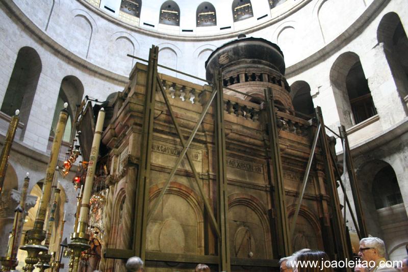 A Basilica do Santo Sepulcro abriga o local de crucificacao e sepultamento de Jesus Cristo