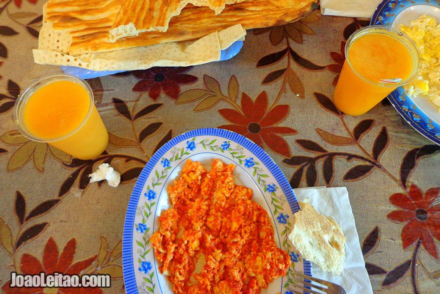Pequeno-almoço / café da manhã iraniano
