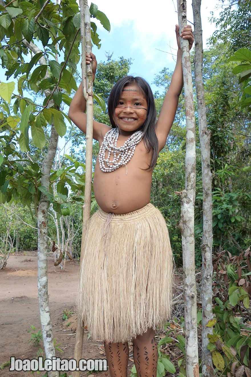 Bonita menina indigena brasileira