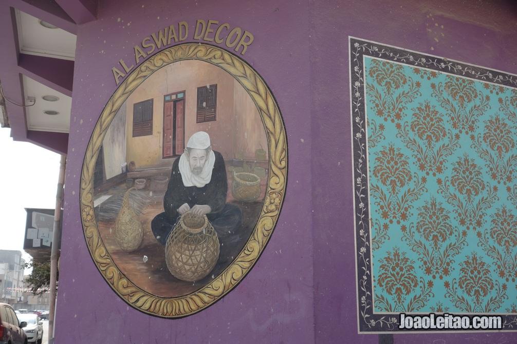 Pintura mural no Bahrein representando aspectos tradicionais do país