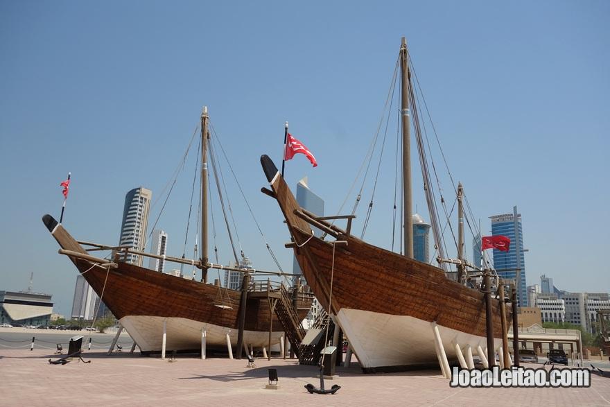 Barcos dhow no Museu Marítimo do Kuwait