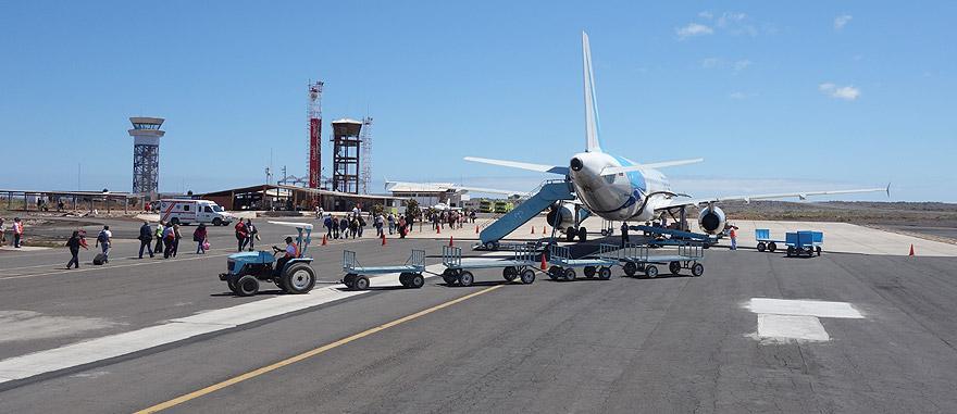 Voo para a Ilha Baltra no aeroporto Seymour, nas Galápagos