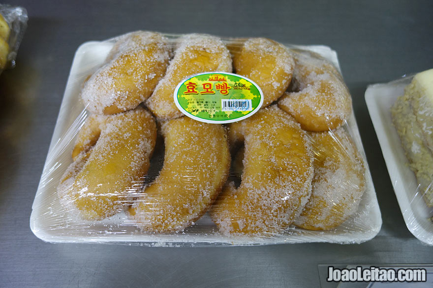 You can get these tasty North Korean donuts topped with sugar.