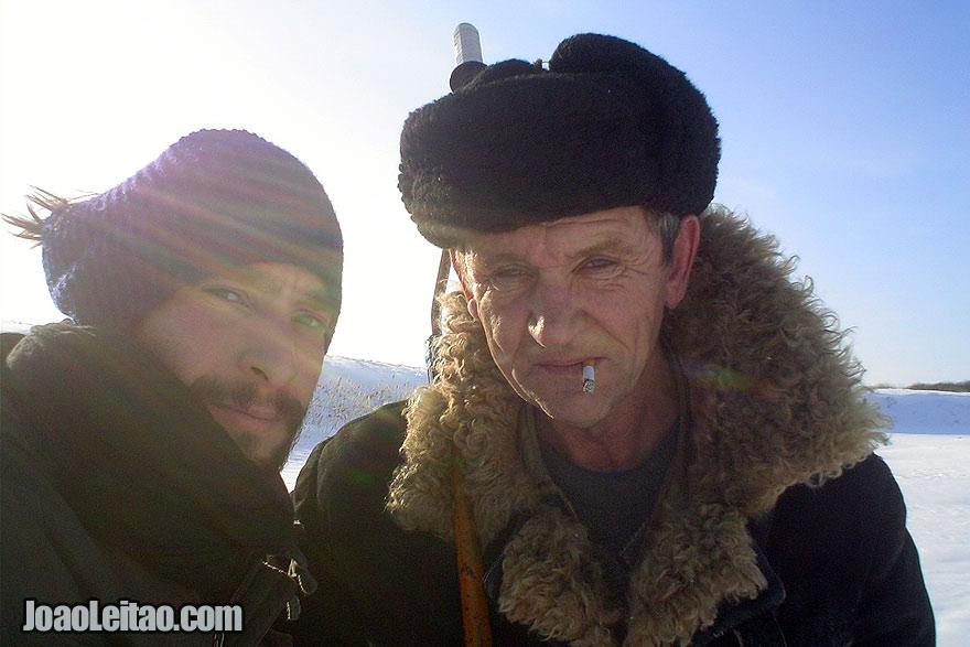Um homem russo que encontrei a pescar num lago congelado