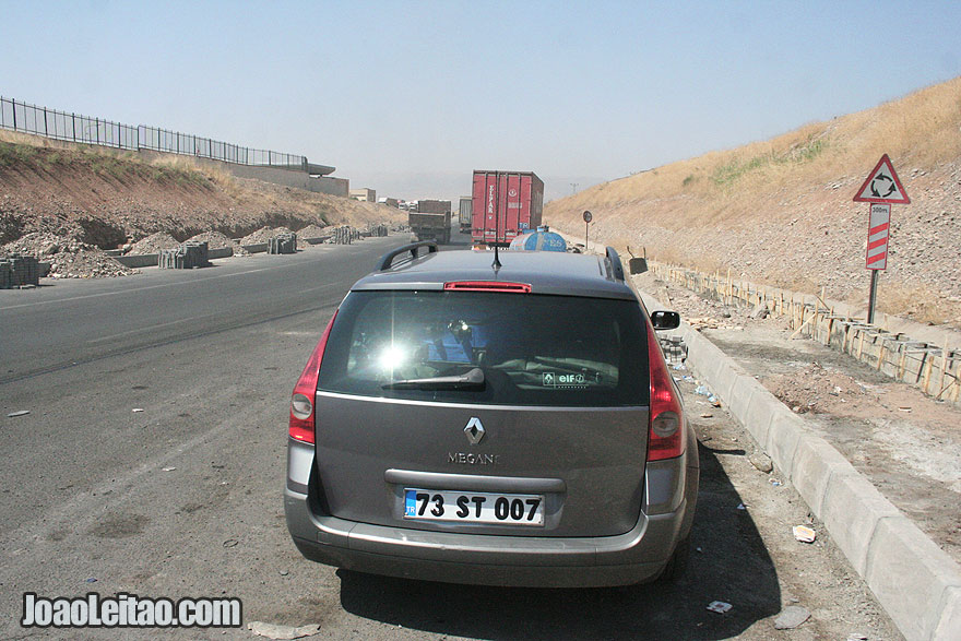 Taxi to cross the Zakho border