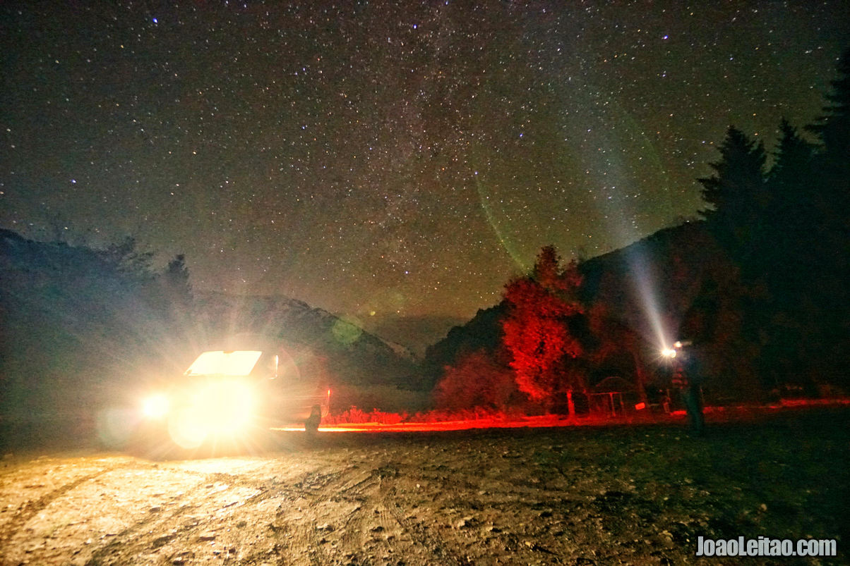 Lago Sary-Chelek pela noite