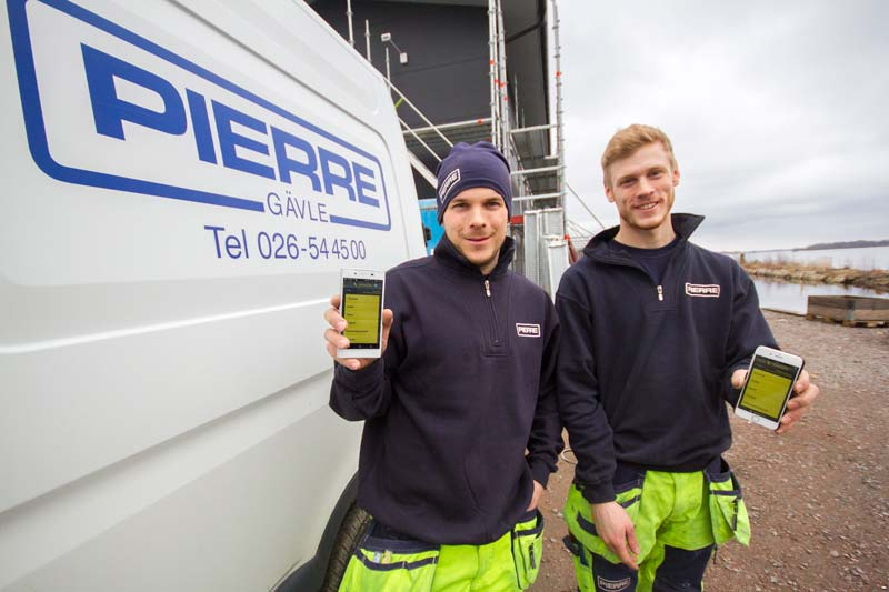 Snekkere Niklas Lindberg og Fredrik Rääf bruker SmartDok daglig på sine smarttelefoner.