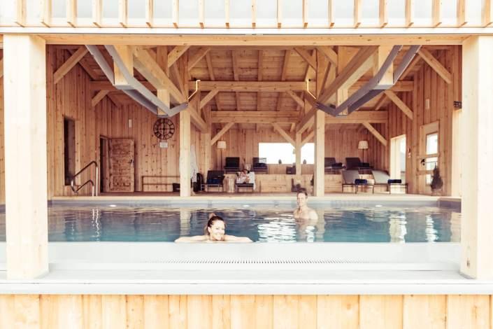Schwimmbad im Berghotel Jochgrimm in den Dolomiten Südtirols