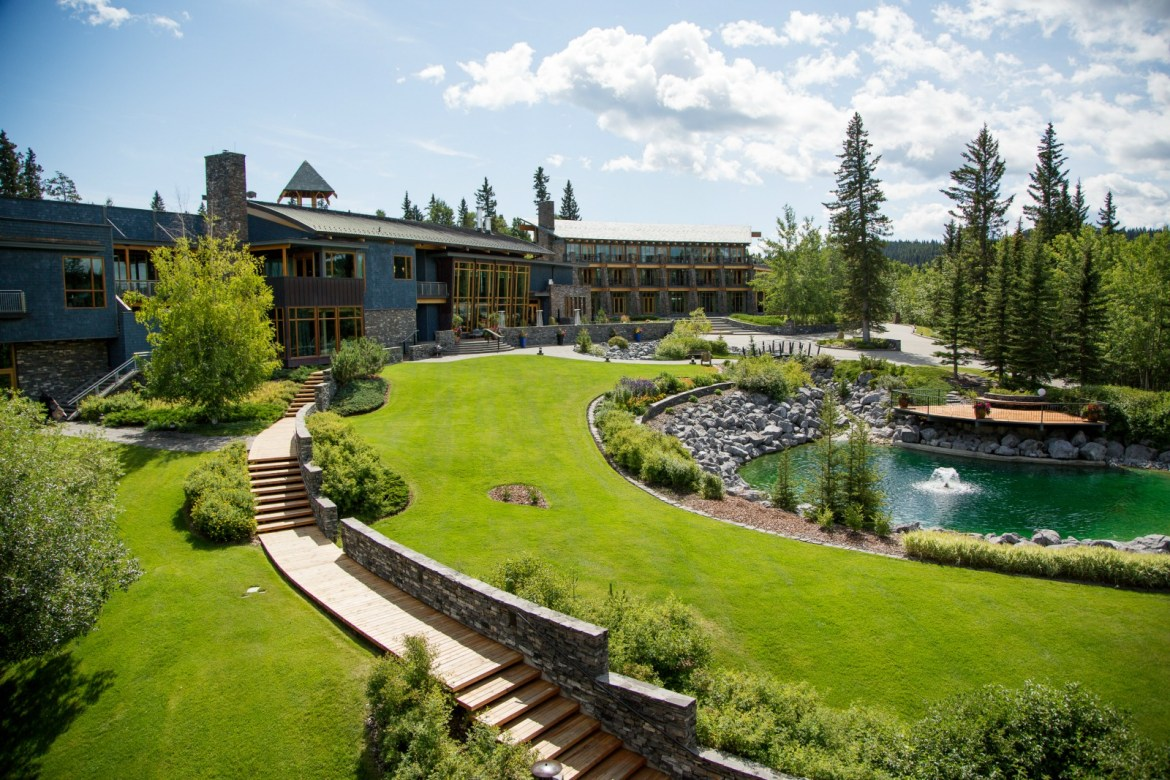 Calgary's most luxurious resort: Azuridge Estate Hotel
